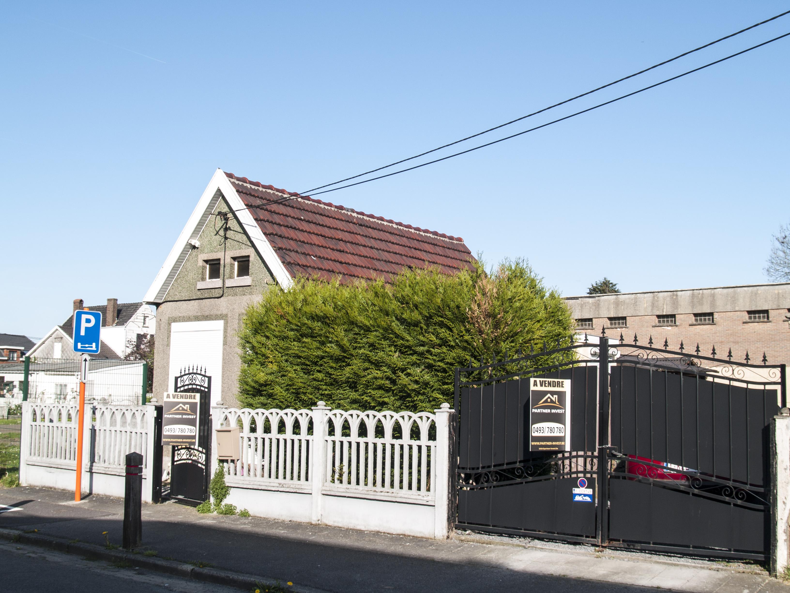 Partner Invest Petite maison quatre façades de plain-pied située ...